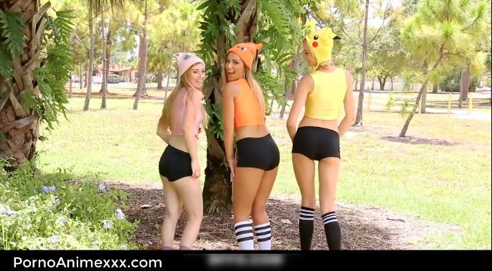 jovenes pokemon reales disfrazadas desnudas